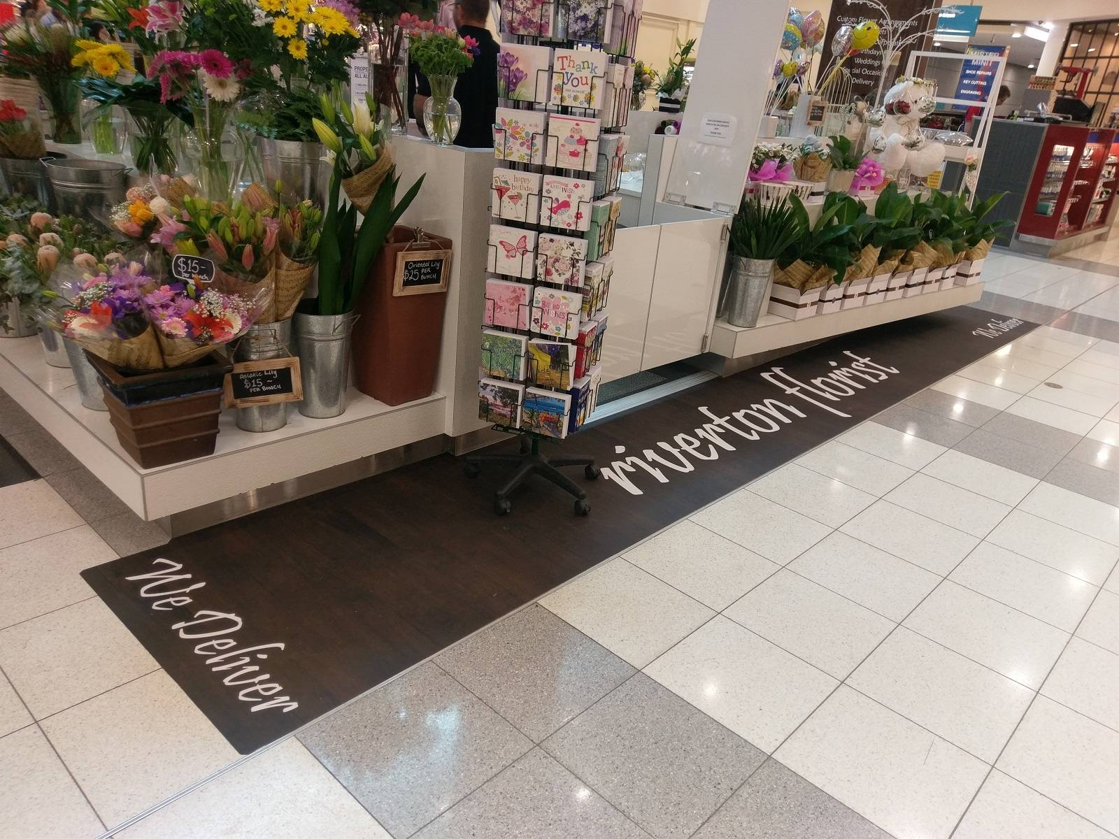 Digitally printed antislip floor film for way finding and marketing (2)