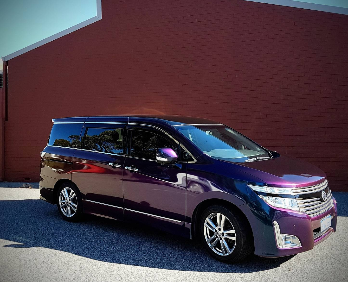 Nissan Elgrand wrapped in 3M 1080 Gloss Colour Flip